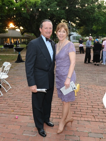Sandy Singer, Mark Singer, Dallas News Society, History with a Twist