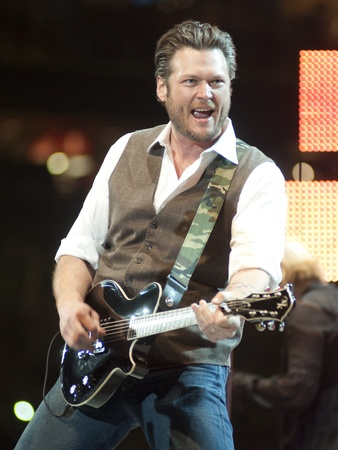 News_002_RodeoHouston_Blake Shelton_March 2012
