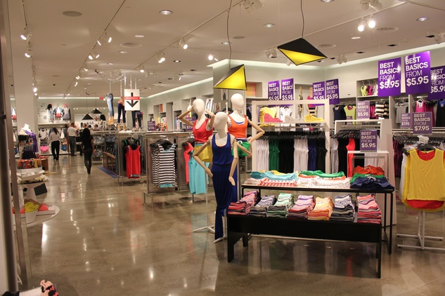 H&M Willowbrook Opening, Interior 2, June 2012