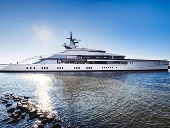 Jerry Jones buys $250M superyacht that's as long as a football field