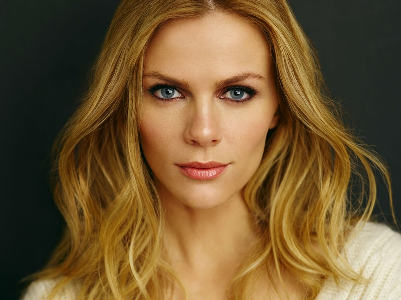 Brooklyn Decker shares her go-to beauty products, makeup routine, and ... Brooklyn Decker