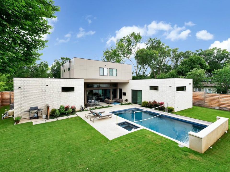 Dallas pool designed by Ware Architecture Studio