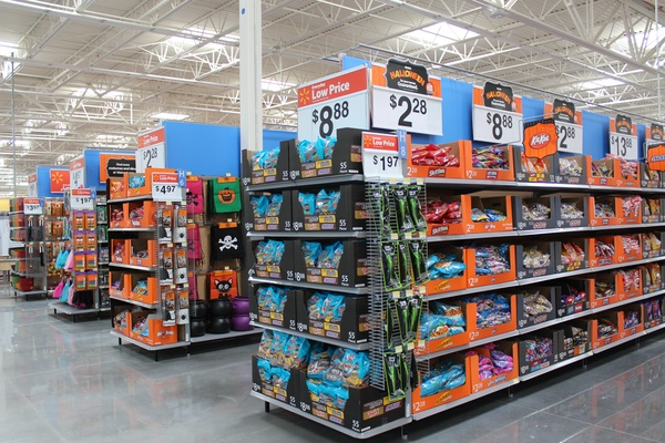 Walmart_Heights_Yale Street_Halloween_candy