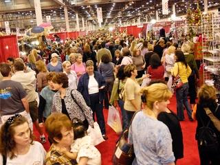 News_Nutcracker Market_Shopping_crowd