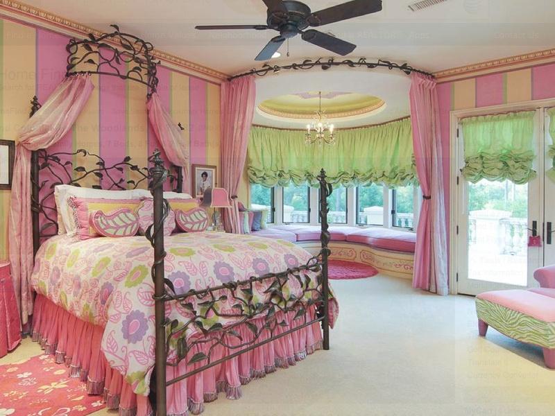 Inside Mansion House Bedroom