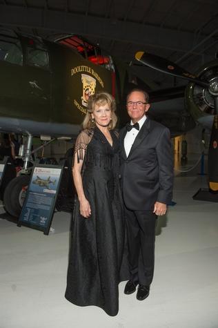 Lone Star Flight Museum gala 5/16 Lisa Simon, Jerry Simon