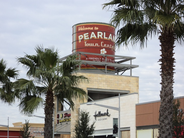 Pearland Town Center, shopping