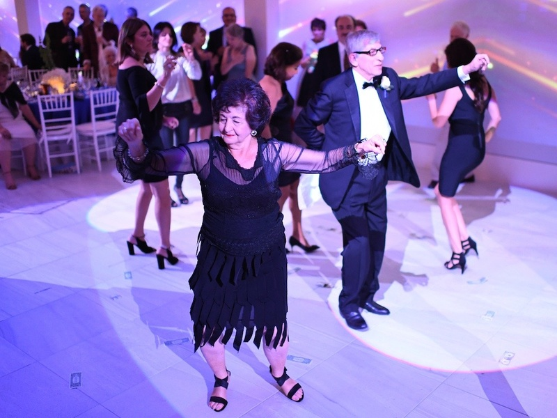 Slideshow After Courthouse Wedding Couple Celebrates With Big Fat Greek And Lebanese Dance