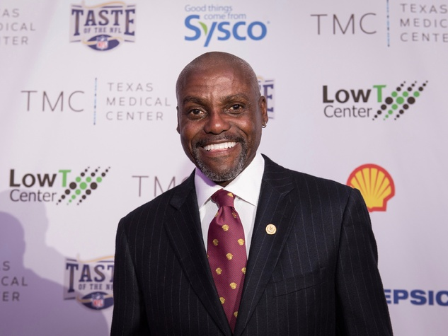 Taste of the NFL Carl Lewis