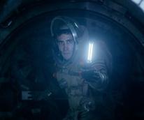 Jake Gyllenhaal in Life
