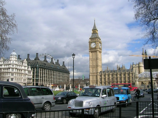 News_London_Big Ben_traffic