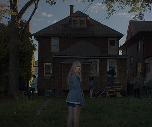 Maika Monroe, Keir Gilchrist, Olivia Luccardi, Lili Sepe and Daniel Zovatto in It Follows