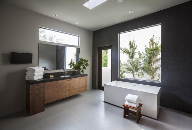 Carol Isaak Barden House of Many Gardens 3320 University July 2014 master bath