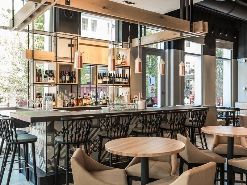 Aloft Element Hotel Caroline restaurant 2017