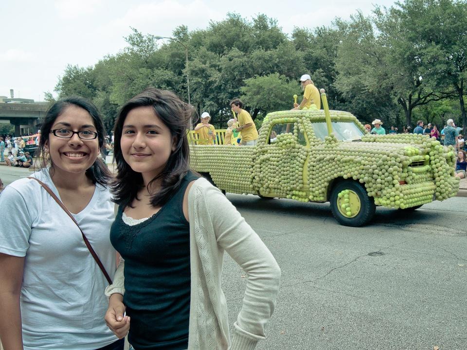 News_014_Art Car Parade