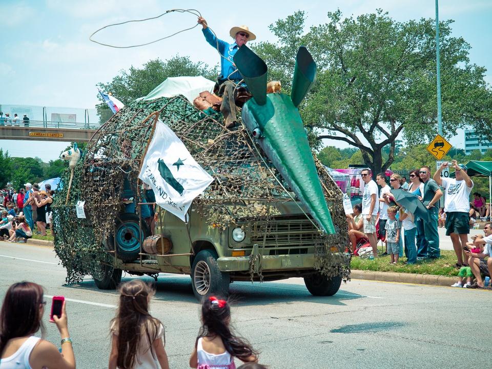 News_013_Art Car Parade