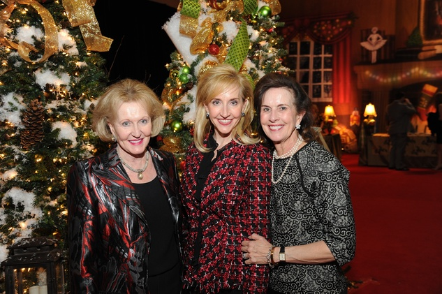 12 9230 Carolyn Hamilton, from left, Patricia Dewhurst and Lois Wright at the Theta Charity Antiques Show Preview Party November 2014