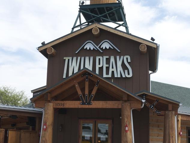 Twin Peaks Kirkwood Exterior