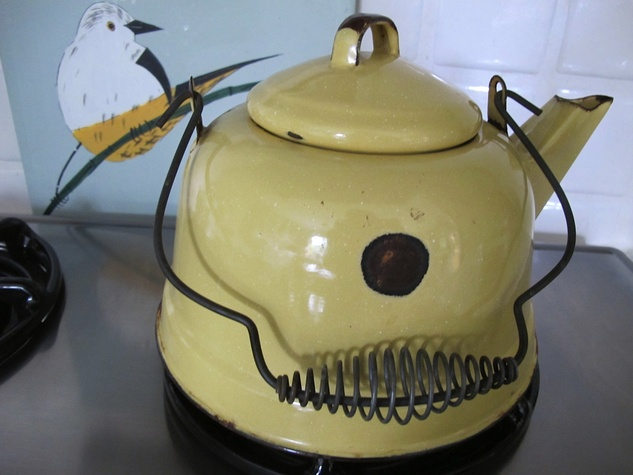 5 Katie Oxford Chi December 2014 Grandmother's teapot with the perfect mole