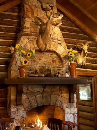 News_restaurant_Rainbow Lodge_fireplace