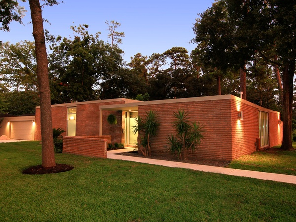 A spectacularly remodeled mid century modern for under for Mid century modern architects houston