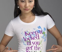 News_Retail therapy_T-shirt