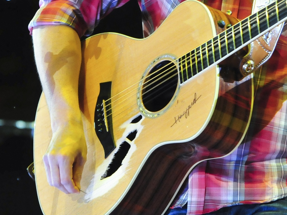 Easton Corbin RodeoHouston rodeo concert guitar March 2014