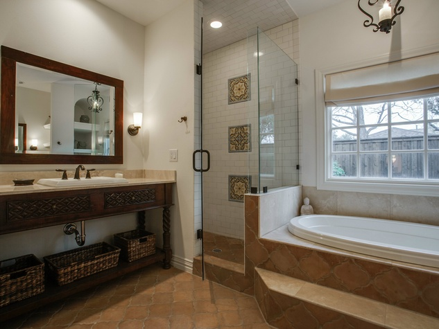 Master bathroom at 5338 Ellsworth Ave in Dallas