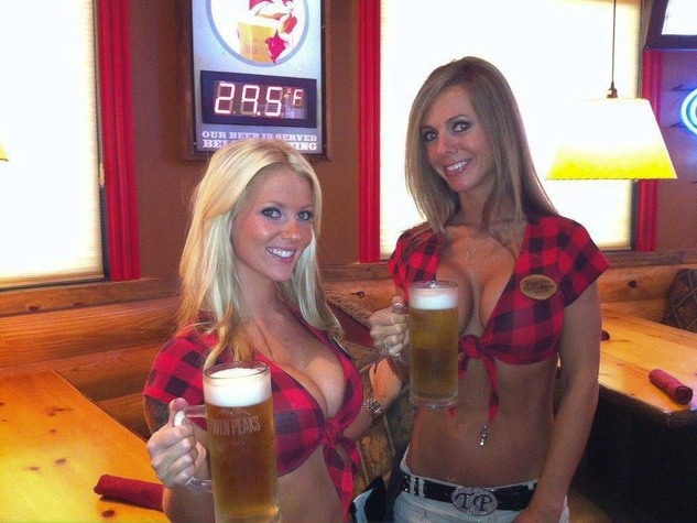 Twin Peaks Shenandoah The Woodlands waitresses with beers