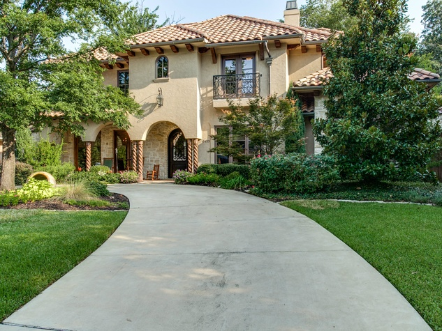6433 Woodland in Dallas