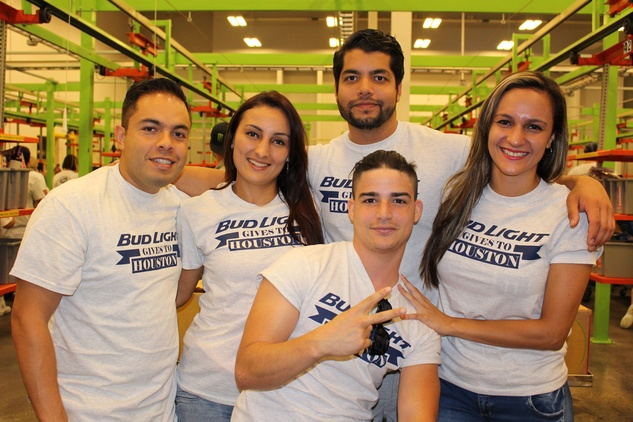 News, Shelby, Silver Eagle Distributors at Food Bank, July 2015 , Arturo Espinosa, Nataly Moreno, Octavio Bengston, Daniela Rodriguez, Jorge Batastia