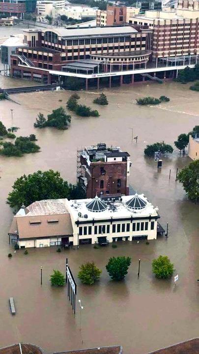 Houston, Hurricane Harvey, flood photos, downtown la carafe