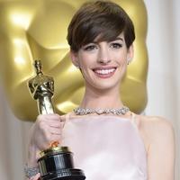 Anne Hathaway, Tiffany & Co., diamond necklace