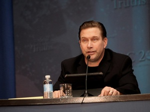Stephen Baldwin, microphone