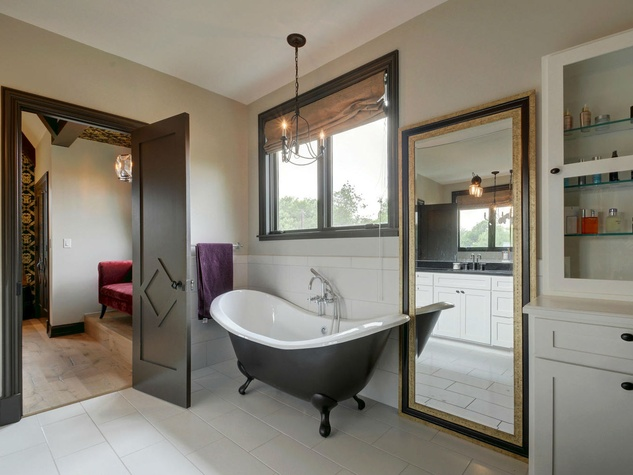 1612 Bauerle Ave Austin house master bath