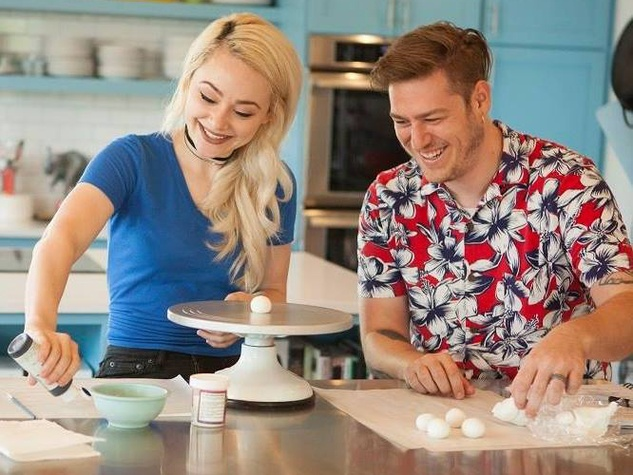 Austin couple stars in sweet new Food Network show ...