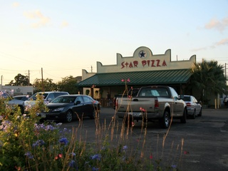Places-Eat-Star Pizza-Harvard-Heights-exterior-1