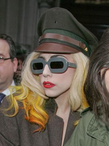 News_Lady Gaga_hair streaks_dip dye