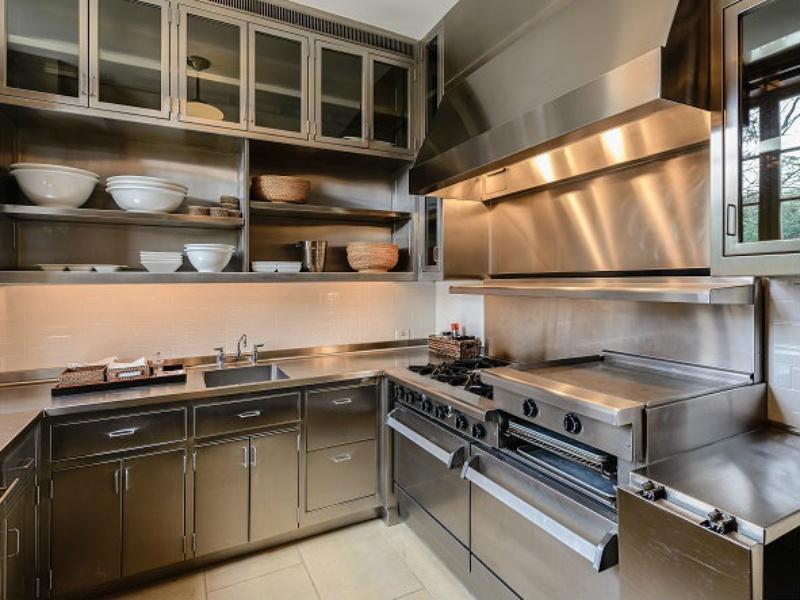 10000 Hollow Way rec complex kitchen