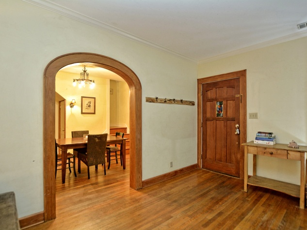 1610 Juliet St. entryway