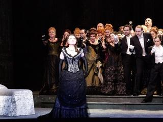 News_Joseph Campana_Houston Grand Opera_Traviata_Violetta Valery played by Albina Shagimuratova_chorus