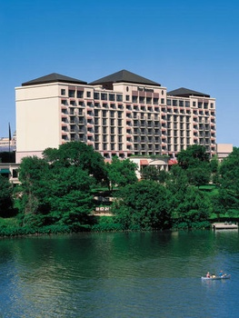 austin: places_hotel_fourseasons_exterior