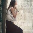 Italian handbags April 2014 Veragioia elana against wall white tote