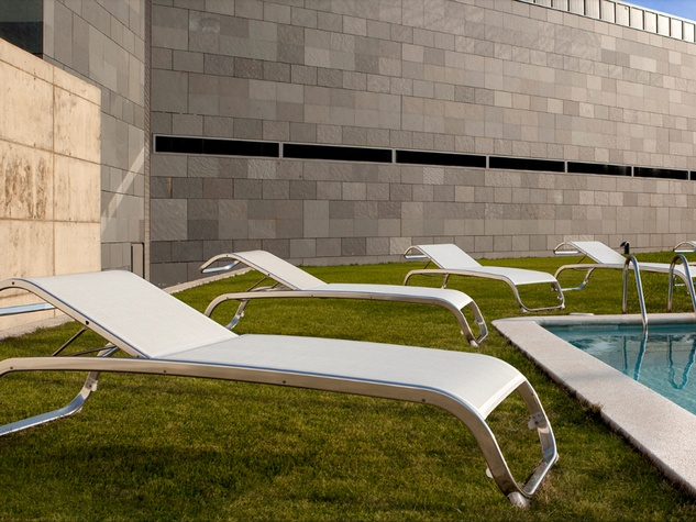 outdoor furniture Cantoni sunning loungers