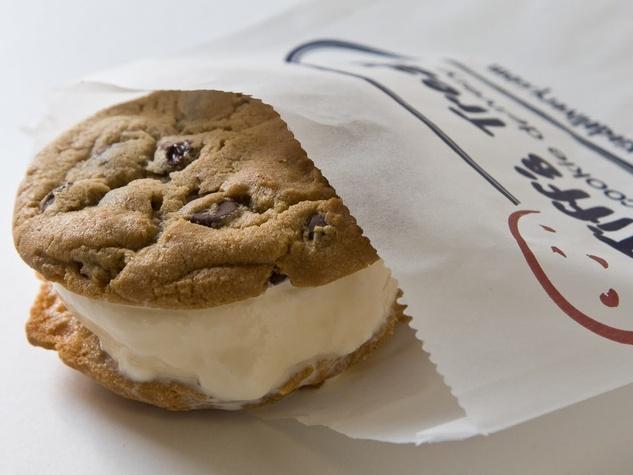 News_Tiff's Treats_Tiffwich_cookie