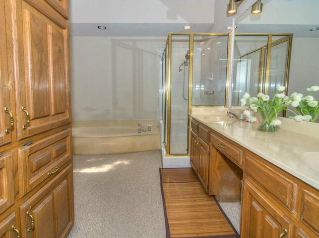 18605 Crownover Ct bathroom
