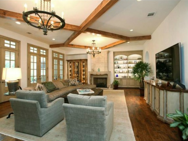 Living area at 3801 Normandy Ave. in Dallas