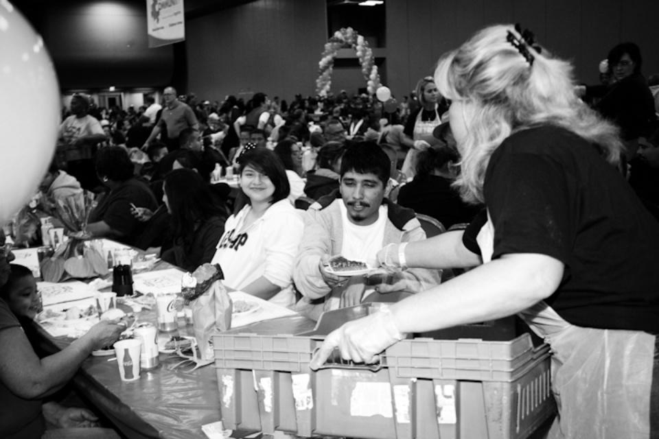 Austin Photo Set: News_Feast of Sharing_Nov 2011_helping