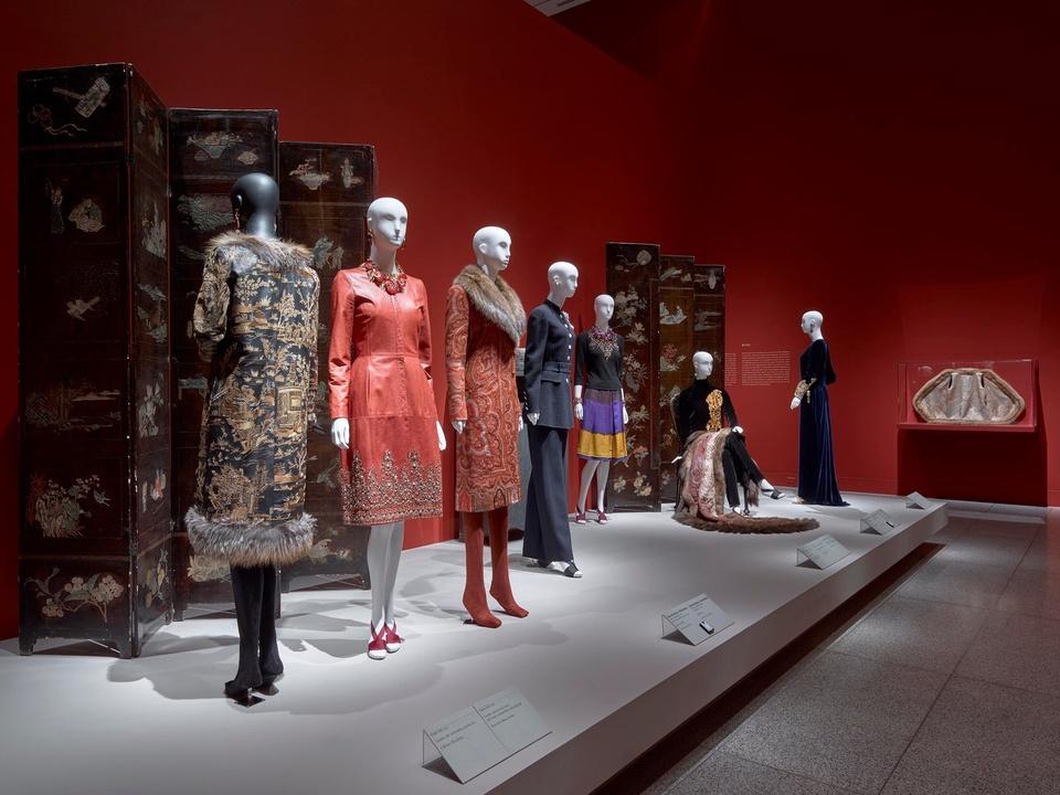 Oscar de la Renta MFAH exhibition Anna Wintour coat, Lynn Wyatt pantsuit, Elyse Lanier cape