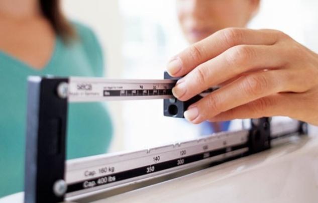 Austin Photo Set: News_jennifer_weight loss surgery_april 2012_doctor scale